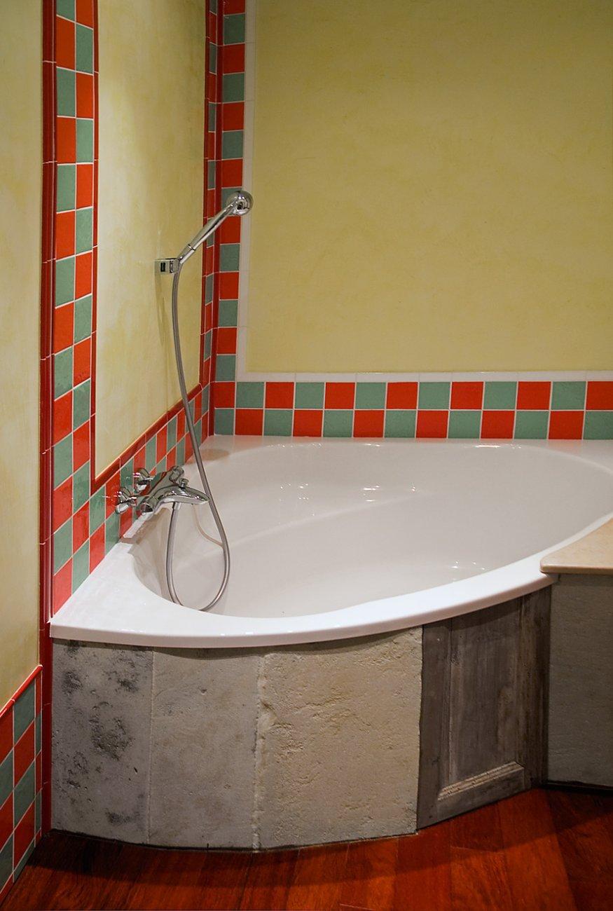 Salle De Bain Provencale la-provencale-etage1-salle-de-bain-01 - logis du bourg