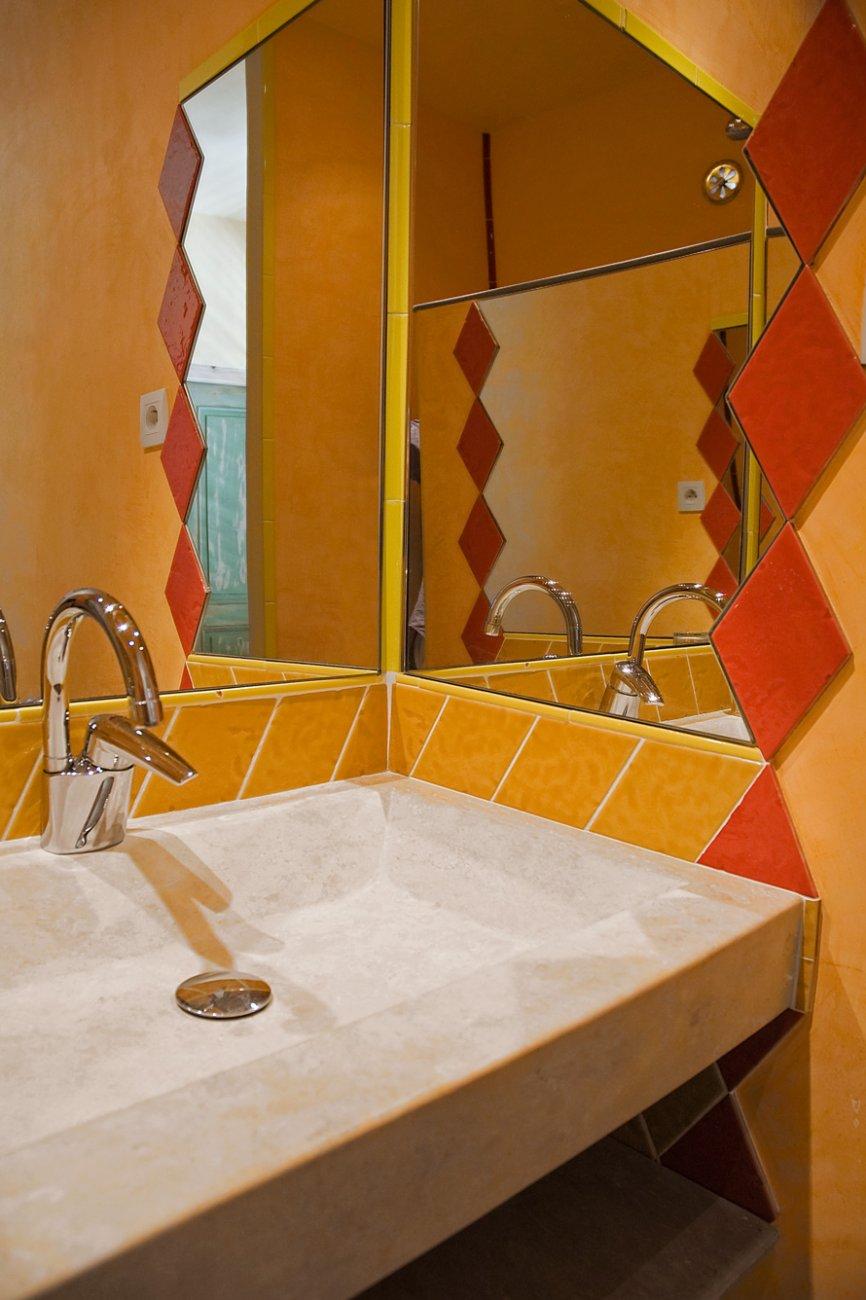 Salle De Bain Provencale la-provencale-etage2-salle-de-bain-01 - logis du bourg